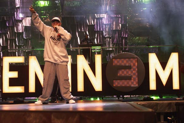 Eminem+rehearses+the+day+before+the+2000+VMAs+in+NYC+where+he+performed+The+Real+Slim+Shady+and+The+Way+I+Am[1].jpg